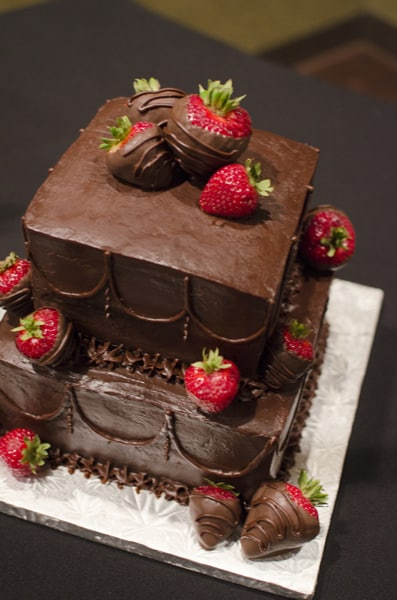 wedding cakes with chocolate covered strawberries on top small chocolate ganache dipped strawberry cake u 26006