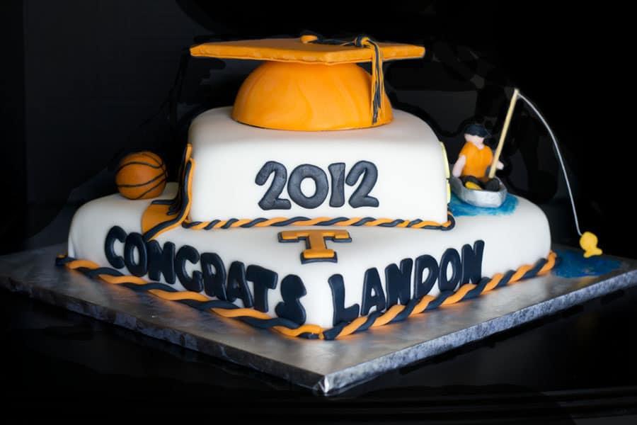 landon_grad_cake_0601123492