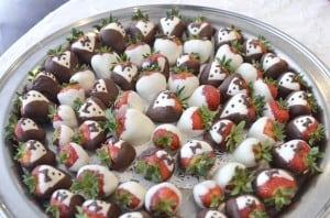 strawberries_red_damask_cake3715